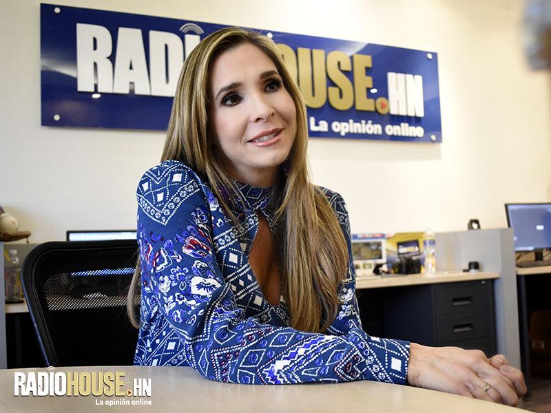 CAROLINA GUILLEN ADRIANA MOLSALVE_RADIOHOUSE (9)